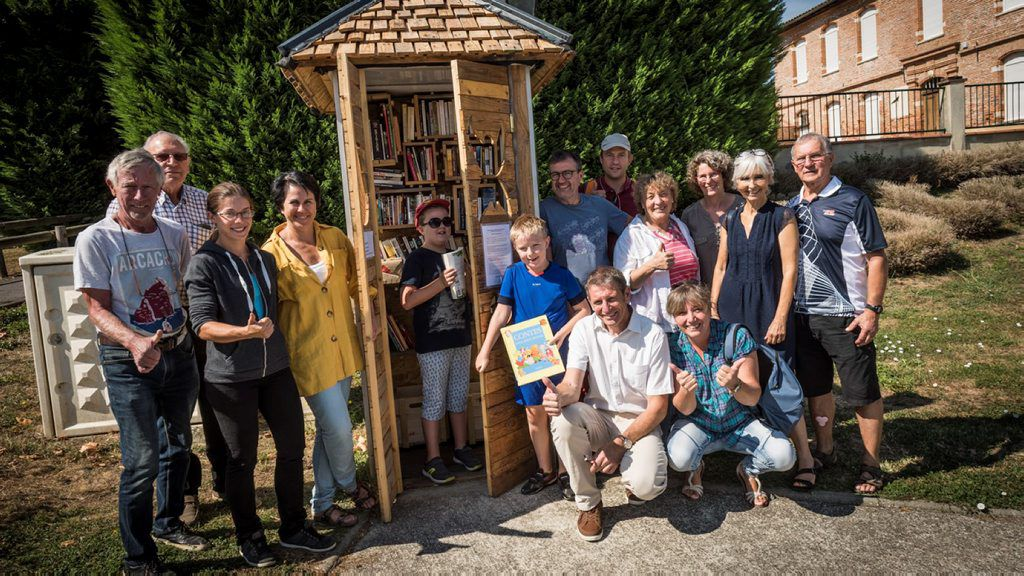 Photo inauguration de la cabine à lire